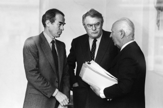 Robert Badinter, Pierre Mauroy et Gaston Defferre