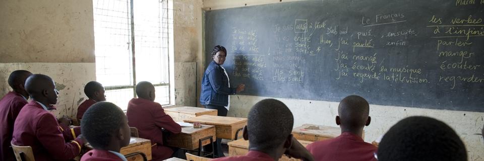 Photo de cours de français pour des lycéens d une école privée de Nairobi
