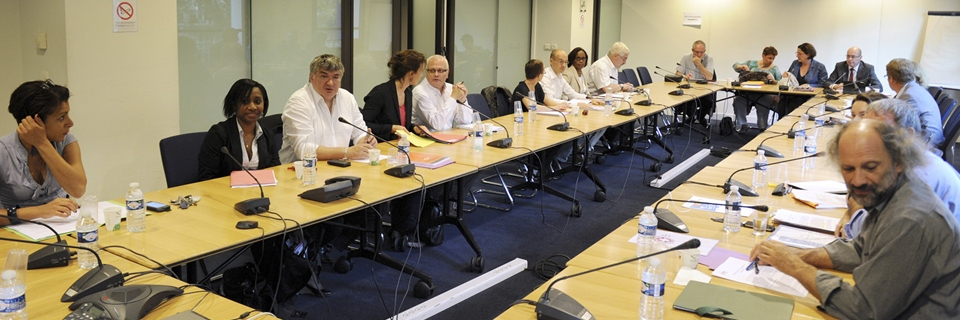 Photo d'une réunion des représentations syndicales et du Medef