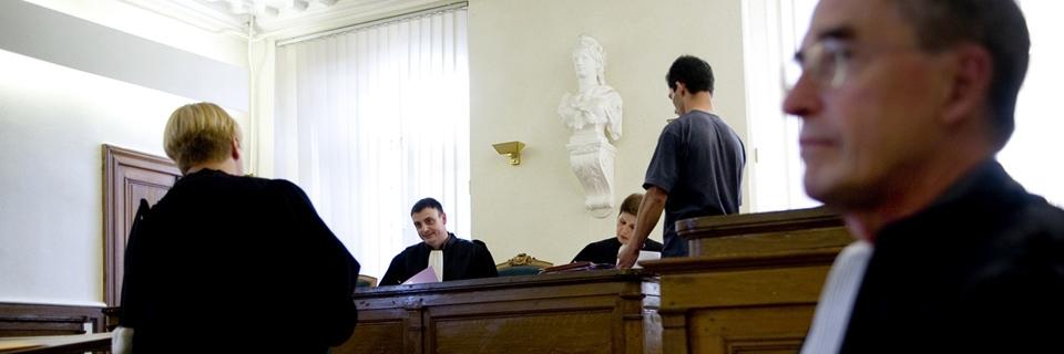 Photo d'audiences civiles au Tribunal d'Instance d'Etampes par le juge Thierry Castagnet. La majorité des cas sont d'ordres immobiliers ou de voisinage.