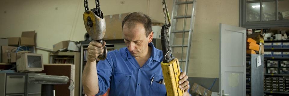 Photo de Pascal Coste-Chareyre, directeur général de Ceralep, société transformée en coopérative en 2004 qui produit des isolateurs électriques en céramique pour les lignes à très haute tension.