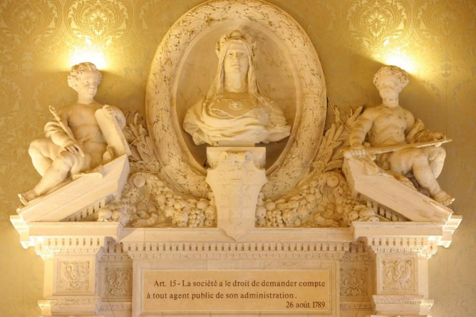 Sculpture de la Grand'chambre, palais Cambon - voir en plus grand