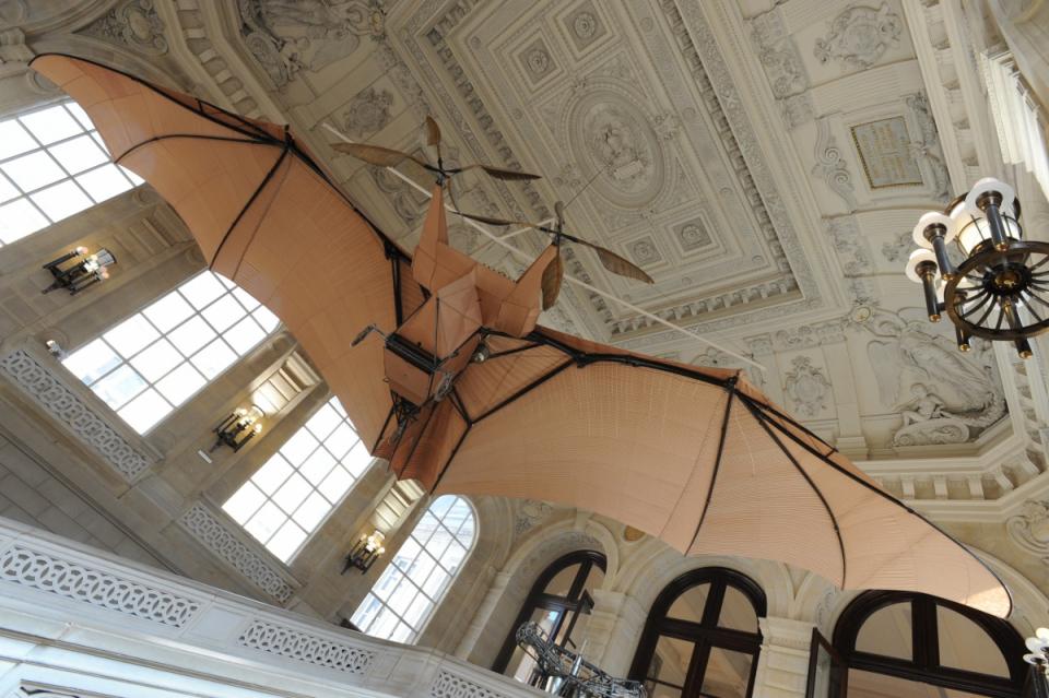 """""""Avion n° 3"""" de Clément Ader, 1897, suspendu dans l'escalier d'honneur du Musée des arts et métiers - voir en plus grand"""