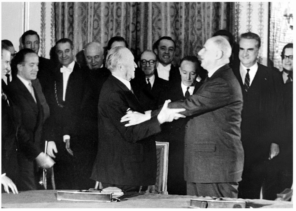Le général de Gaulle et le chancelier Adenauer - voir en plus grand