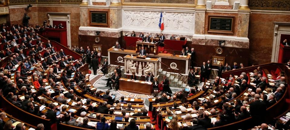 Manuel Valls à la tribune de l'hémicycle de l'Assemblée