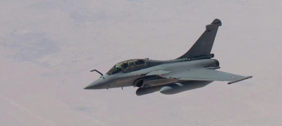 Un avion rafale lors d'un vol de reconnaissance en Irak