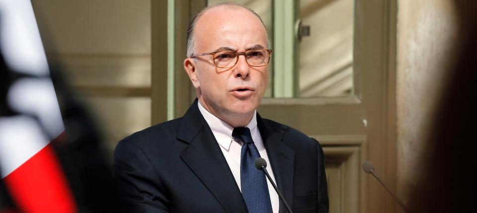 Photo du ministre de l'Intérieur Bernard Cazeneuve lors d'une conférence de presse place Beauvau.