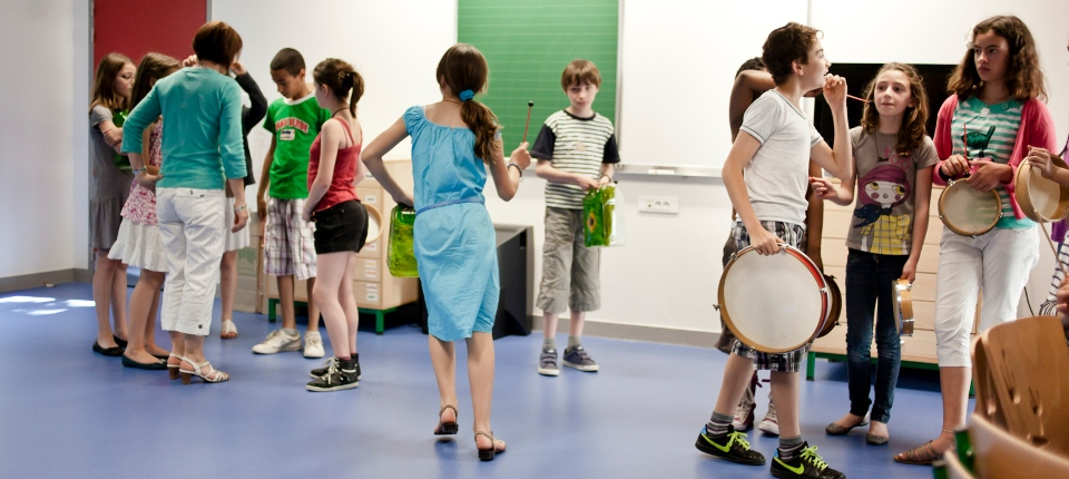 Photo d'écoliers en activité périscolaire.