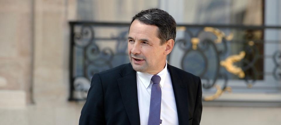 Photo de Thierry Mandon secrétaire d'Etat à la réforme de l'Etat sortant du conseil des ministres le 10 septembre 2014