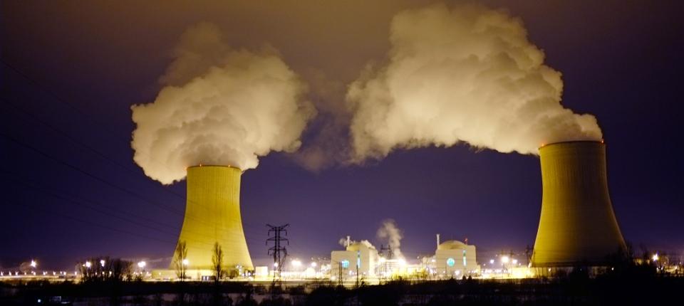 Photo des réacteurs de la centrale nucléaire de Civaux dans le département de la Vienne.