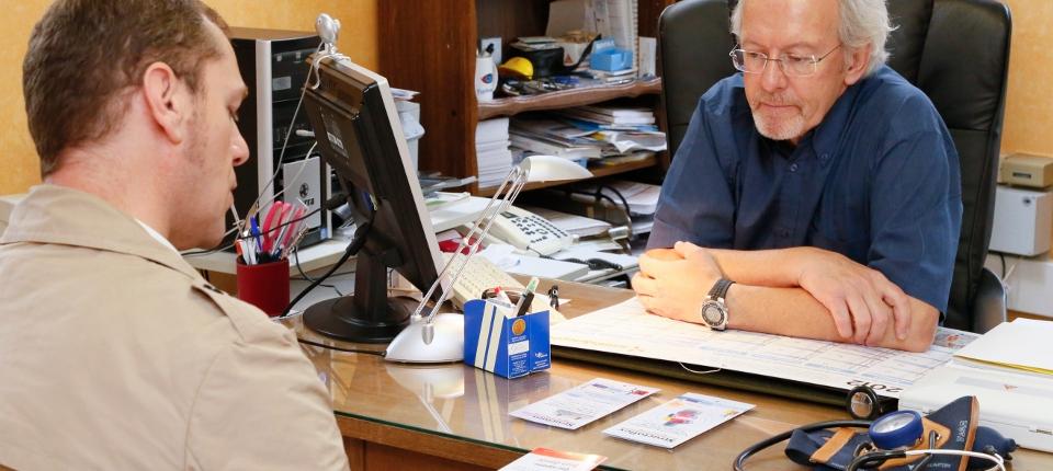 Photo d'une consultation dans un cabinet médical