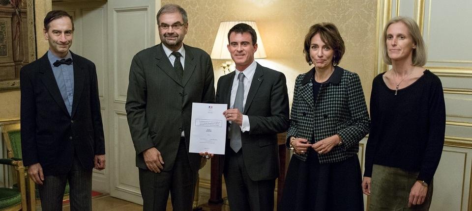 François Chérèque remet son rapport à Manuel Valls en présence de Marisol Touraine et Ségolène Neuville