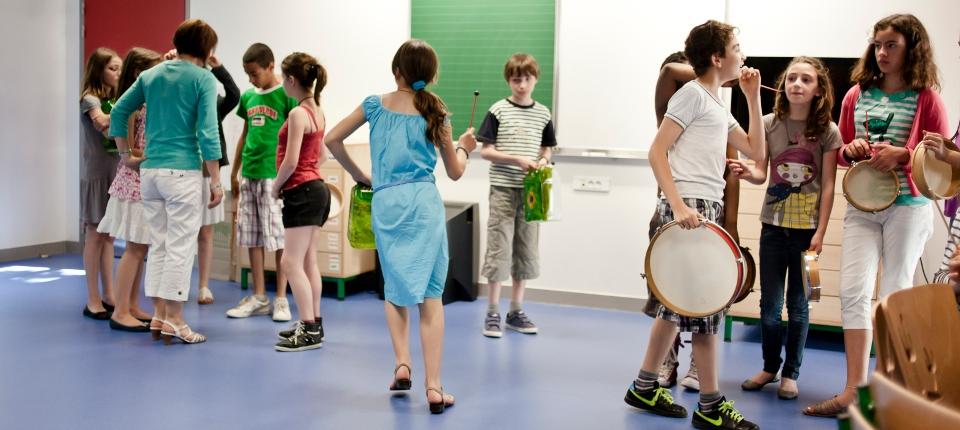 Photo d'enfants dans un cours de musique