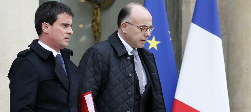 Manuel Valls et Bernard Cazeneuve sortant de la réunion interministérielle de crise à l'Elysée le 7 janvier 2015.