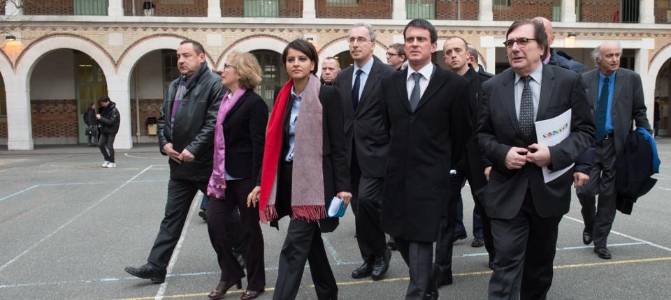 Photo du Premier ministre et de Najat Vallaud-Belkacem arrivant à la réunion des recteurs d'académie mardi 13 janvier 2015 au lycée Louis le Grand à Paris.
