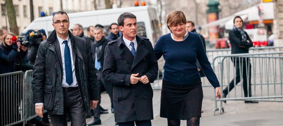 Photo de Manuel Valls arrivant à l'ambassade du Danemark lundi 16 février 2015