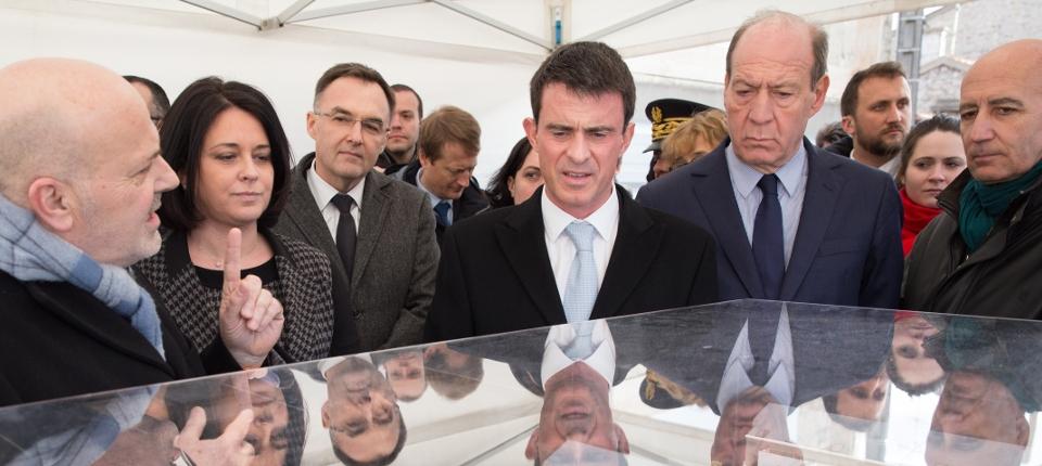 Photo de Manuel Valls à Cachan le 4 mars 2015
