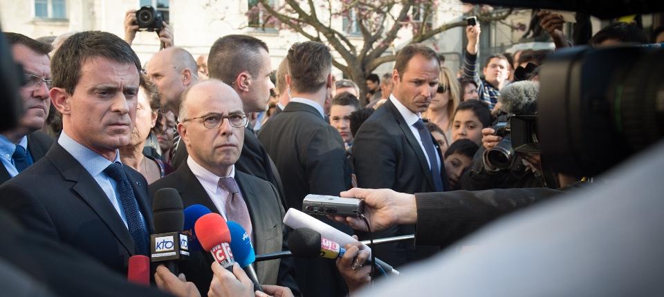 Photo de Manuel Valls avec Bernard Cazeneuve à Villejuif mercredi 22 avril.