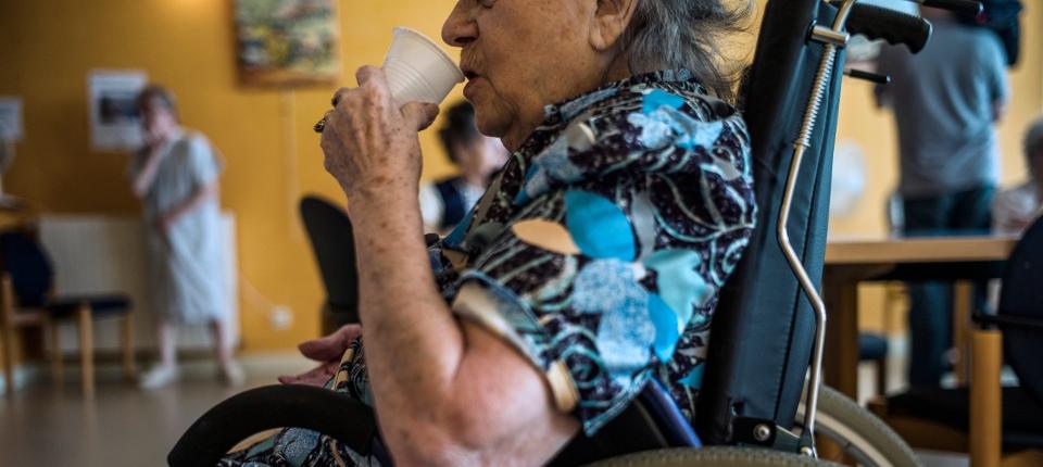 Photo d'une personne âgée en maison de retraite