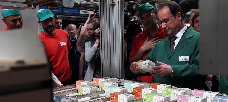 Photo du président de la République François Hollande rendant visite aux ex-Fralib
