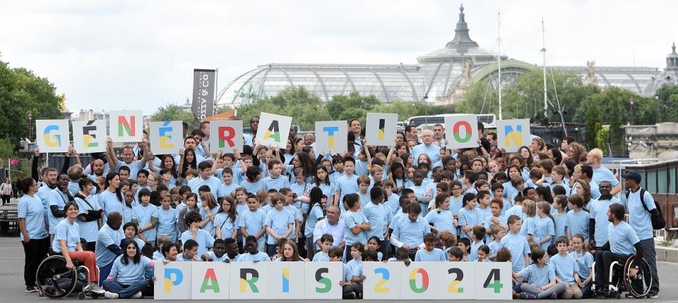 Politiques, sportifs et anonymes célèbrent la candidature de Paris pour les Jeux olympiques de 2024