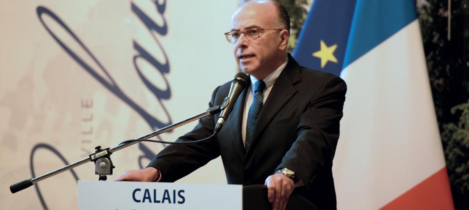Photo de Bernard Cazeneuve à Calais