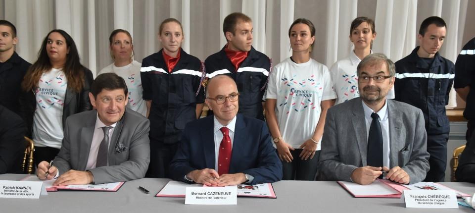 Bernard Cazeneuve, Patrick Kanner et François Chérèque lors du lancement du troisième grand programme de service civique
