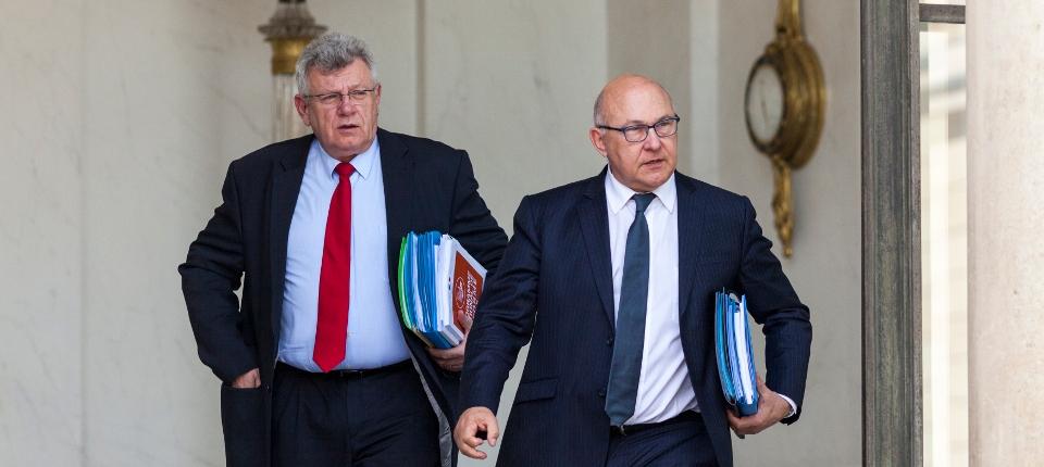 Michel Sapin et Christian Eckert à la sortie du Conseil des minsitres