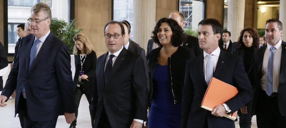 Photo de François Hollande, Myriam El Khomri, Manuel Valls accueillis par Jean Paul Delevoye à la Conférence sociale au CESE le 19 octobre 2015