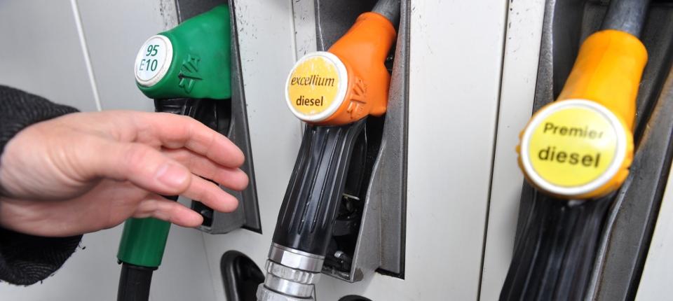Photo de pompes à carburant proposant du sans plomb ou du diesel.