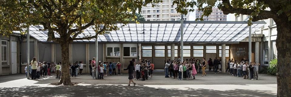 Une cour d'école