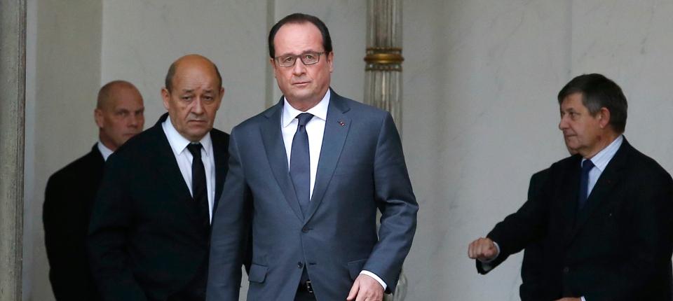 Photo du président de la République avec Jean-Yves Le Drian à l'Elysée le 18 novembre 2015.
