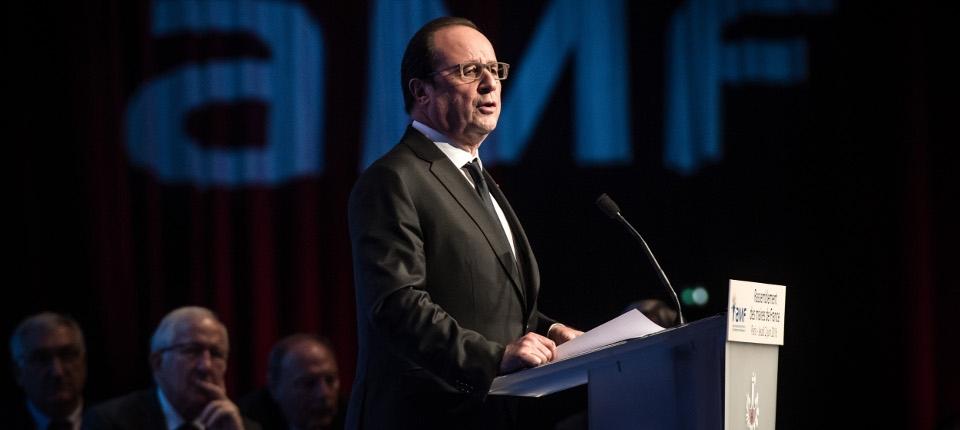 Le président de la République, François Hollande à la tribune du congrés de l'association des maires de France