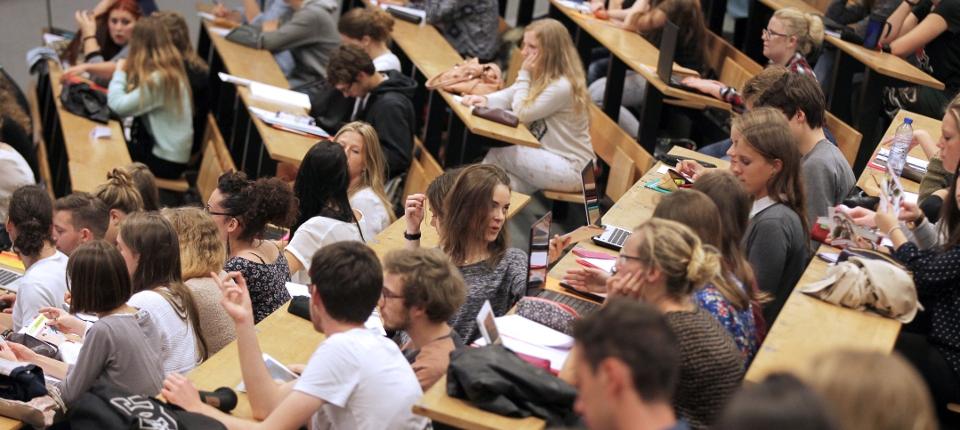 Photo d'étudiants dans un amphi