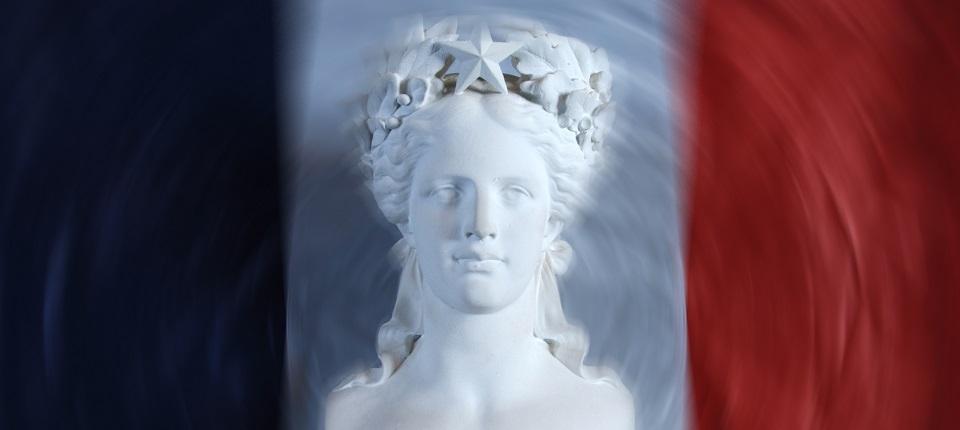 Marianne sur fond bleu, blanc, rouge