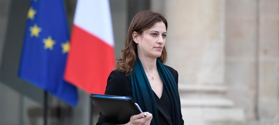 Juliette Méadel sur le perron de l'Élysée