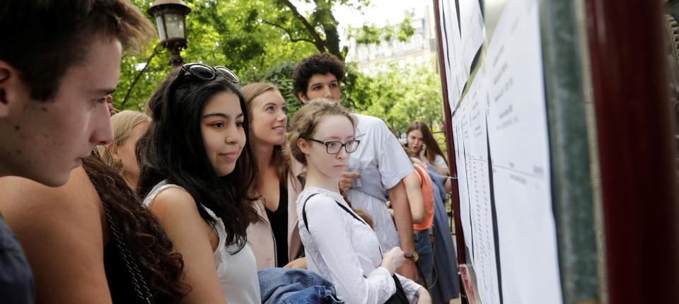Baccalauréat 2017 : des lycéens parisiens viennent découvrir les résultats