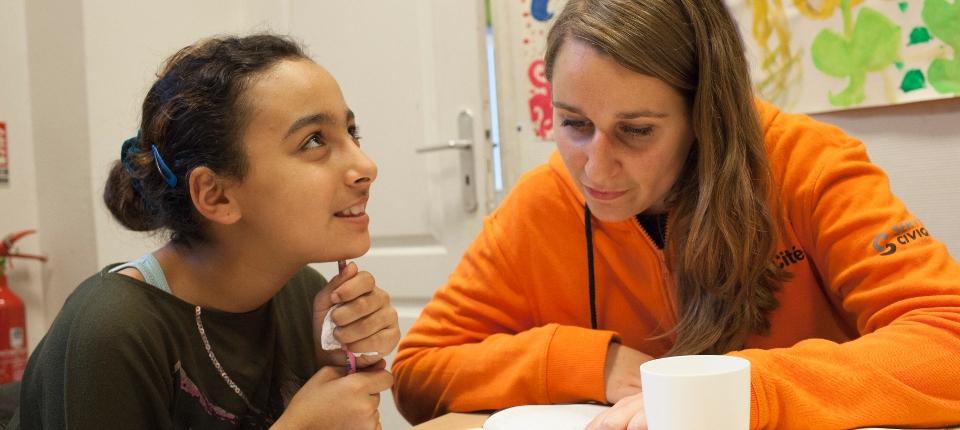 """Les volontaires du service civique peuvent également être sollicités dans le cadre des """"Devoirs faits"""". Un contingent supplémentaire de 10 000 volontaires est mis à la disposition des académies depuis la rentrée 2017"""