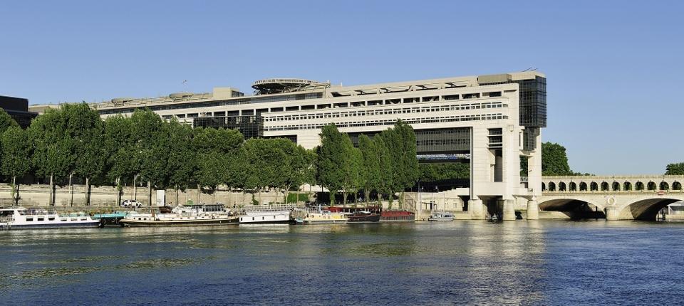 ministère de l'Économie et des Finances vu de la Seine
