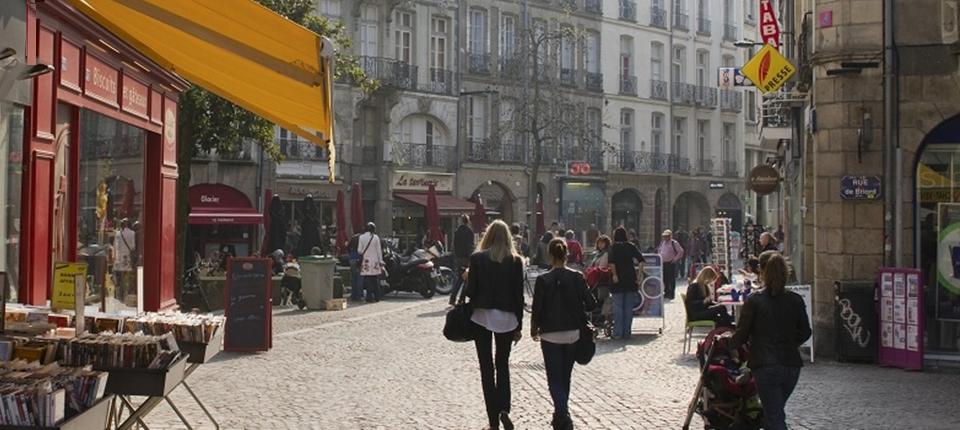Des commerces en rue piétone