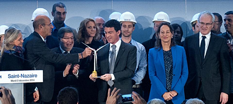 Photo du Premier ministre inuagurant l'usine Alstom de St Nazaire avec Ségolène Royal et Alain Vidalies