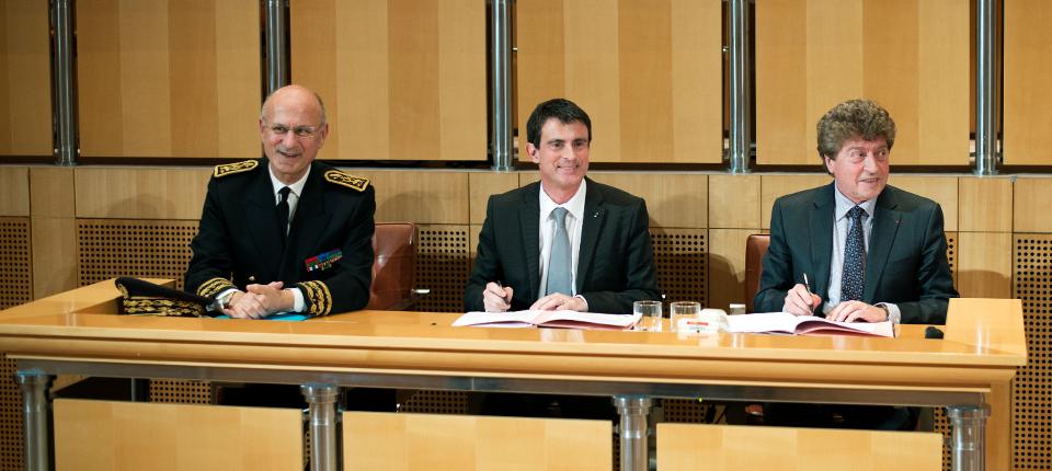 Manuel Valls à Montpellier entouré de  M. Damien Alary, Président du Conseil régional Languedoc-Roussillon, et de Pierre de Bousquet, Préfet de l'Hérault
