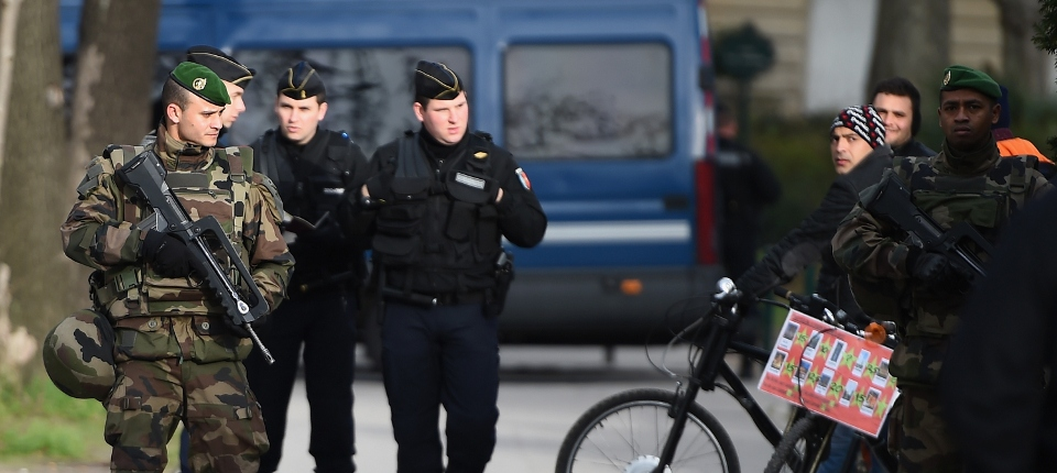 Photo de forces de l'ordre déployées à Paris lundi 12 janvier au titre de Vigipirate