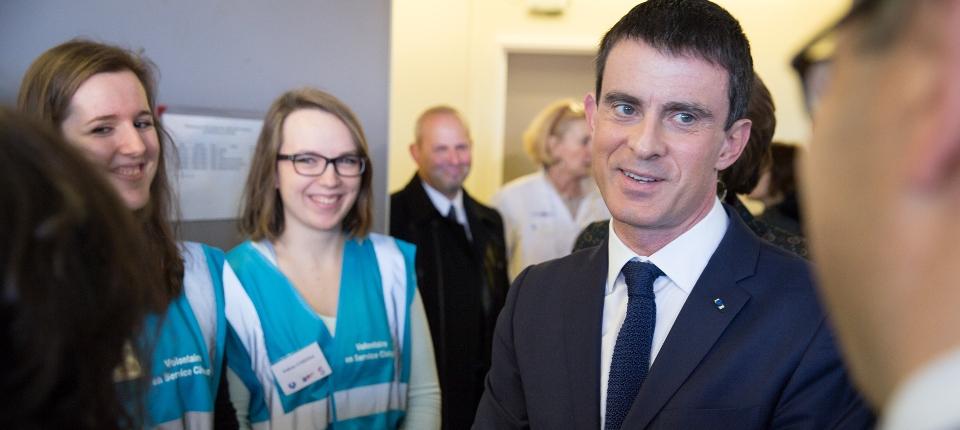 Photo de Manuel Valls à l'hôpital de la Pitié-Salpêtrière le vendredi 27 février 2015.