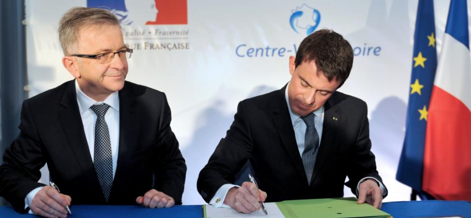 Manuel Valls et François Bonneau lors de la signature du CPER