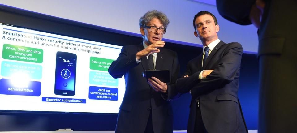 Manuel Valls visite le nouveau centre de recherche d'ATOS IT Solutions, avec Thierry breton, son président
