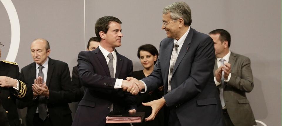 Manuel Valls et Jean-Jacques Queyranne lors de la signature du protocole du CPER Rhôbe-Alpes