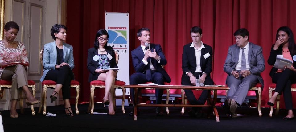 Manuel Valls à la rencontre des commerçants et clients du beau marché des Camélias de Saint-Denis de La Réunion