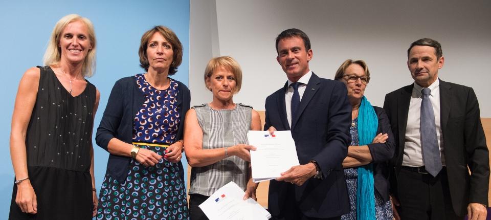Remise du rapport de Brigitte Bourguignon à Manuel Valls