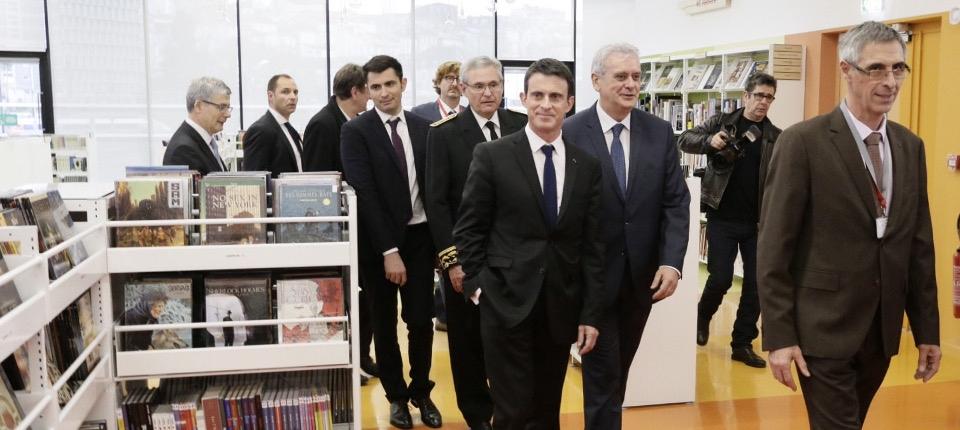 Manuel Valls visite Alpha, médiathèque de Grand Angoulême